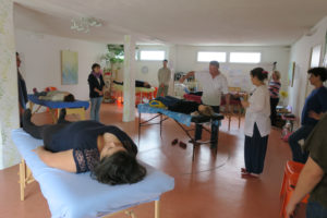 Atelier avec tables massage
